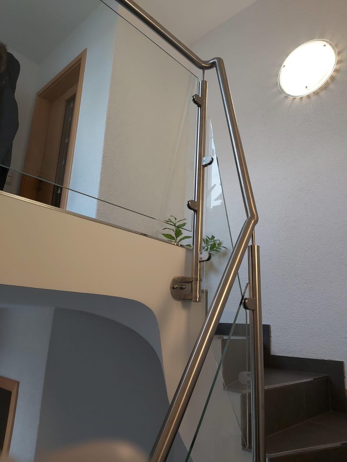 Treppengeländer, Edelstahl und Glas