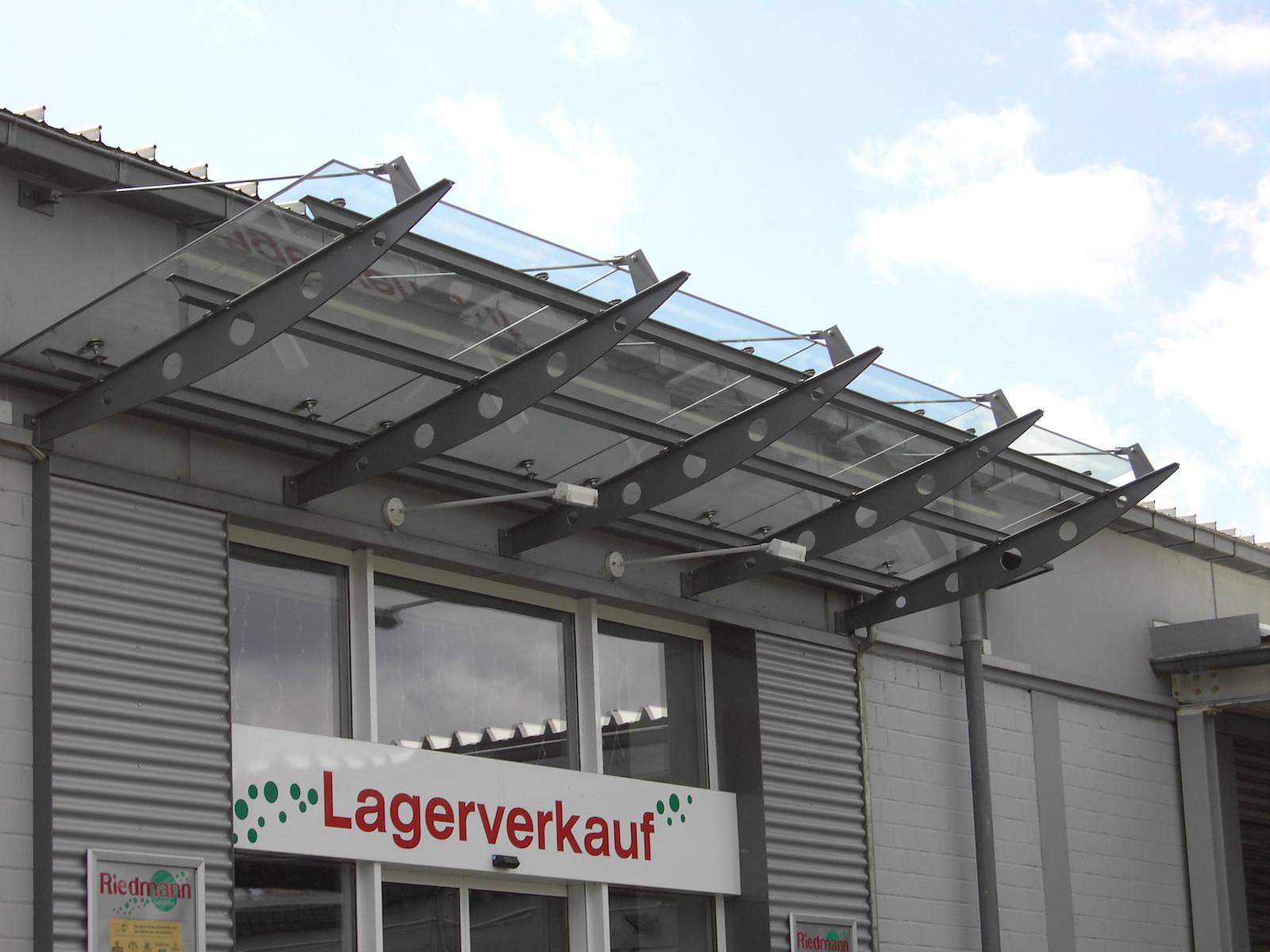 Regenschutz - Stahl und Glas